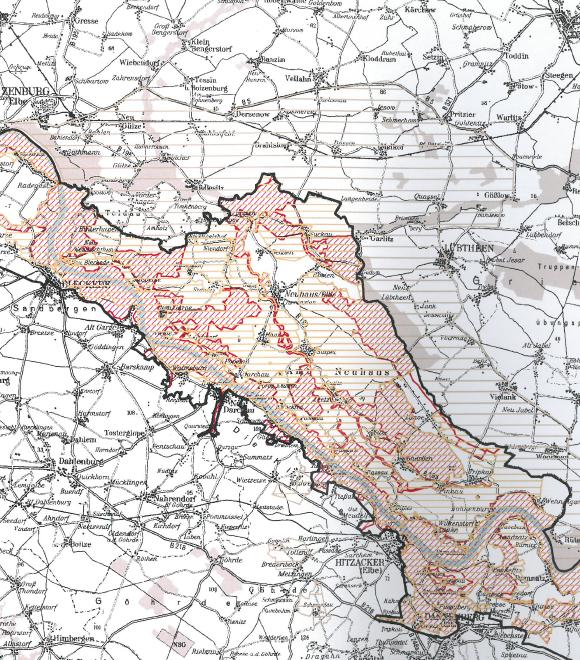 Die schwarze Umrandung zeigt das Biosphärenreservat, stark gestrichelt ist das Fauna-Flora-Habitat-Gebiet, horizontal gestrichelt das Vogelschutzgebiet.