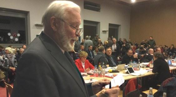 Der Grüne Wolf von Nordheim ist der Vorsitzende des Rates der Stadt Lüneburg, die SPD will ihn abwählen lassen. Allerdings wird der Antrag nun noch einmal überprüft.